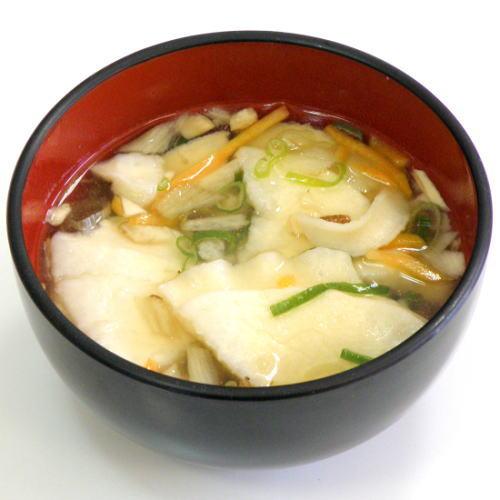 お湯を注ぐだけで簡単にできるインスタントせんべい汁
