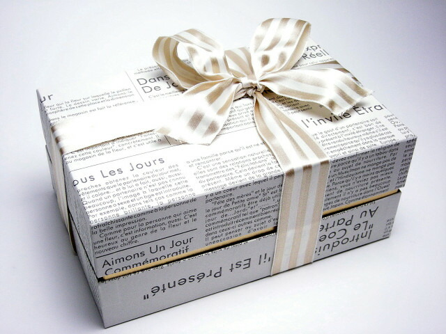 ラッピングサービス[4] フランス語新聞紙風ギフトボックス(石鹸5〜10個,用)