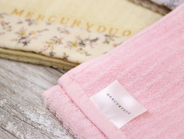 e2fa0f56768f1a 人気アパレルブランド「MERCURYDUO マーキュリーデュオ」より、とびきりかわいいタオルシリーズが登場。女性らしくフェミニンで、上品な印象の デザインタオルです。