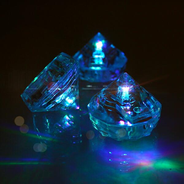 光るピラミッド。LEDインテリアライト。