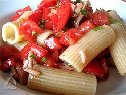 ミニトマトとツナのシンプルパスタ