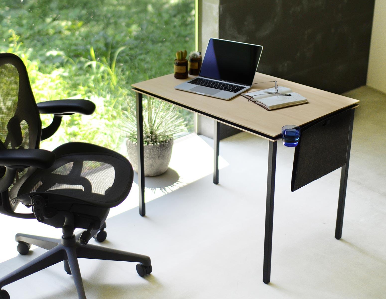 アーロンチェアやセイルチェアなどのオフィスチェアにぴったりのデスク