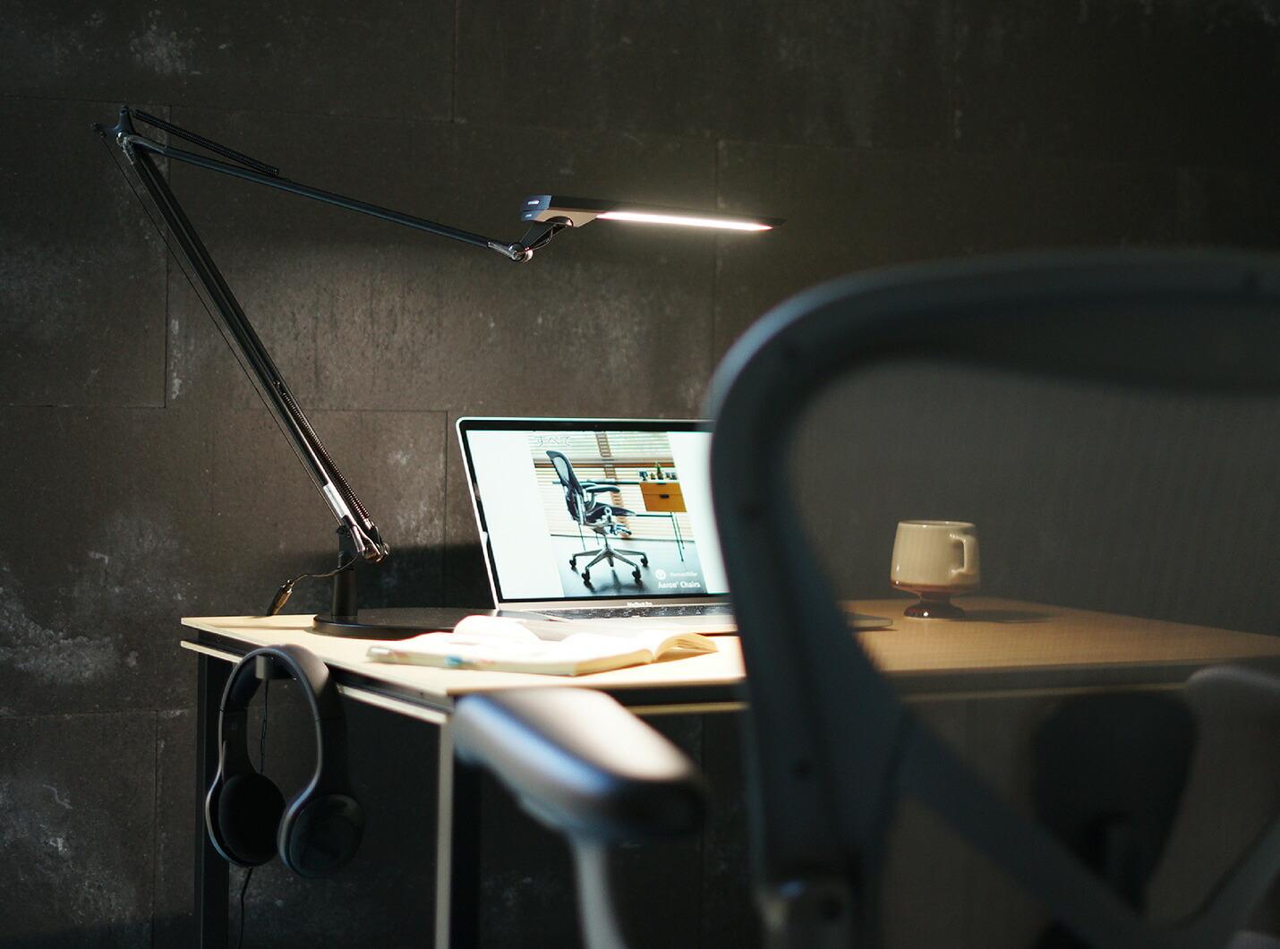 タッチレスセンサー デスクライトEXARM DIVAの疲れにくい光