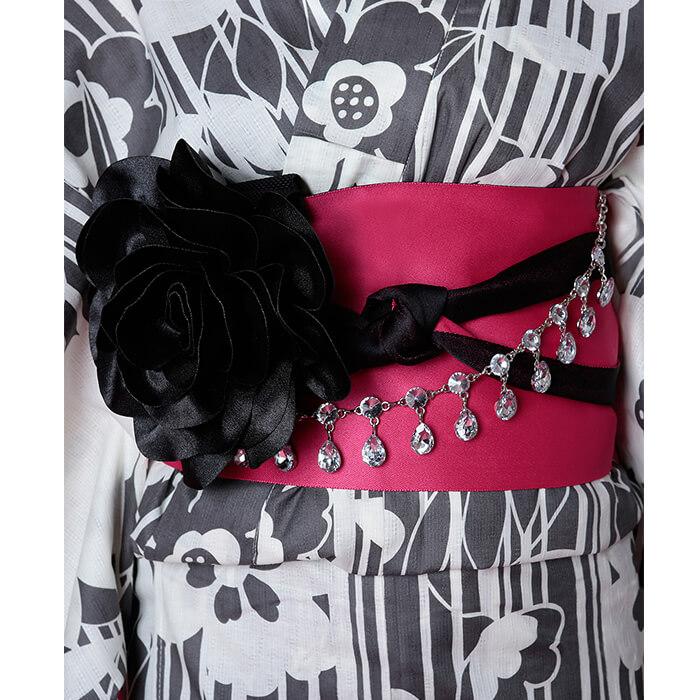 帯は黒と濃いピンクのリバーシブルで