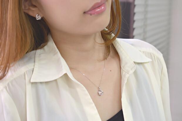 ダンシングストーン[Loop] ダイヤモンドペンダント K18WG