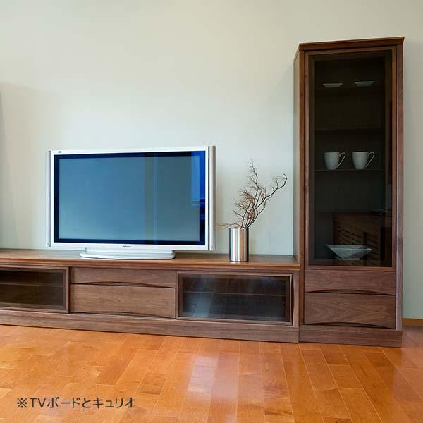 ドルチェシリーズのテレビボードとキュリオの組み合わせ