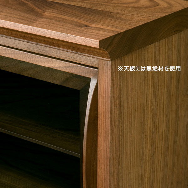 天板には無垢材を使用しています