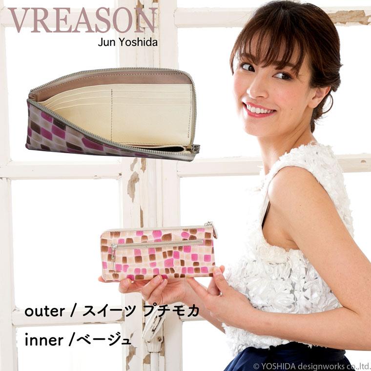 モデルのMERISAが持つヴレアゾンのL字ファスナー長財布