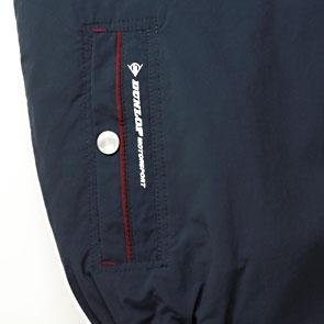 右ポケット口にブランドロゴ