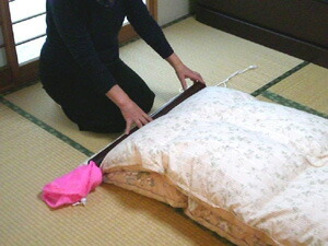 1. Prepare The Futon With Vertical Two Fold. Lengthen The CAP And Pull Out  The Cord. Out A Little Bag From The Tip Of The Tube, Rolled Off The Edge Of  The ...