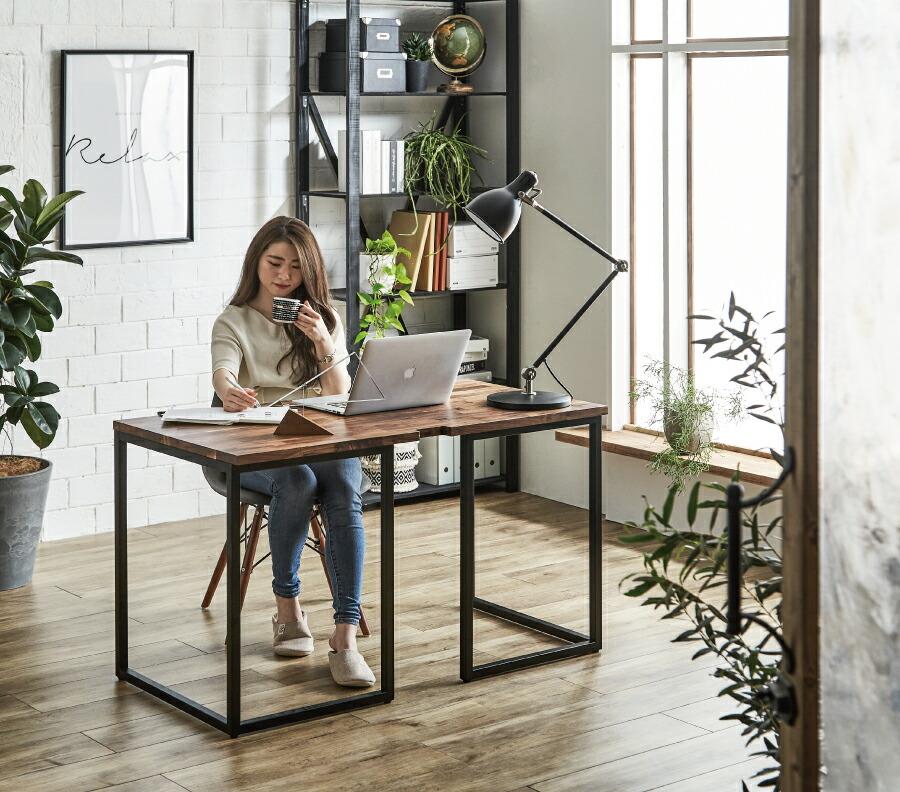 L字脚を採用しており、足元はゆったり空間。カラダをらくに伸ばして作業でき、天板下への収納もOKです。