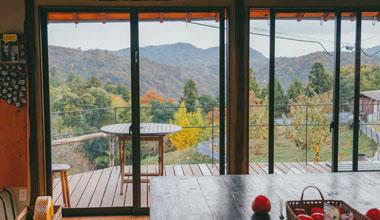 尾道柿渋工房の室内から見る景色です