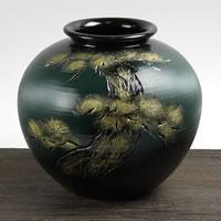 金彩松彫丸花瓶