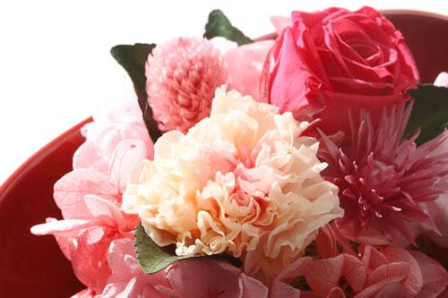 母の日のプレゼントに贈る花は華やかなものを選んで
