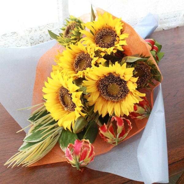 夏のひまわりの花束