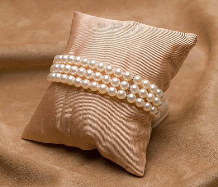 【真珠の本場 伊勢志摩よりお届け】ほのかなピンクグリーン♪5.5-6.0mmあこや本真珠3連パールブレスレット【bl0114】