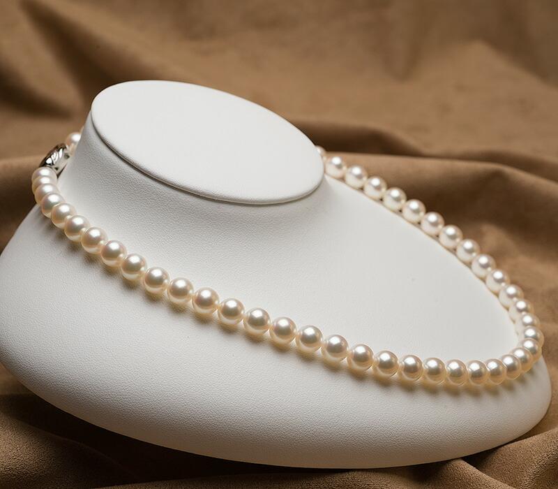 【真珠の本場 伊勢志摩よりお届け】澄んだホワイトに淡いピンクとグリーン♪7.5〜8.0mmあこや本真珠花珠パールネックレス(鑑別書付)【f119342】