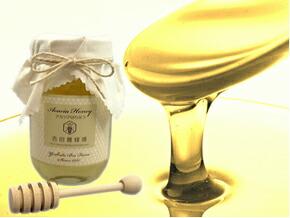 大正10年創業「吉田養蜂場の国産蜂蜜」。ヘルシーな蜂蜜は贈り物にも喜ばれます(写真はアカシア)