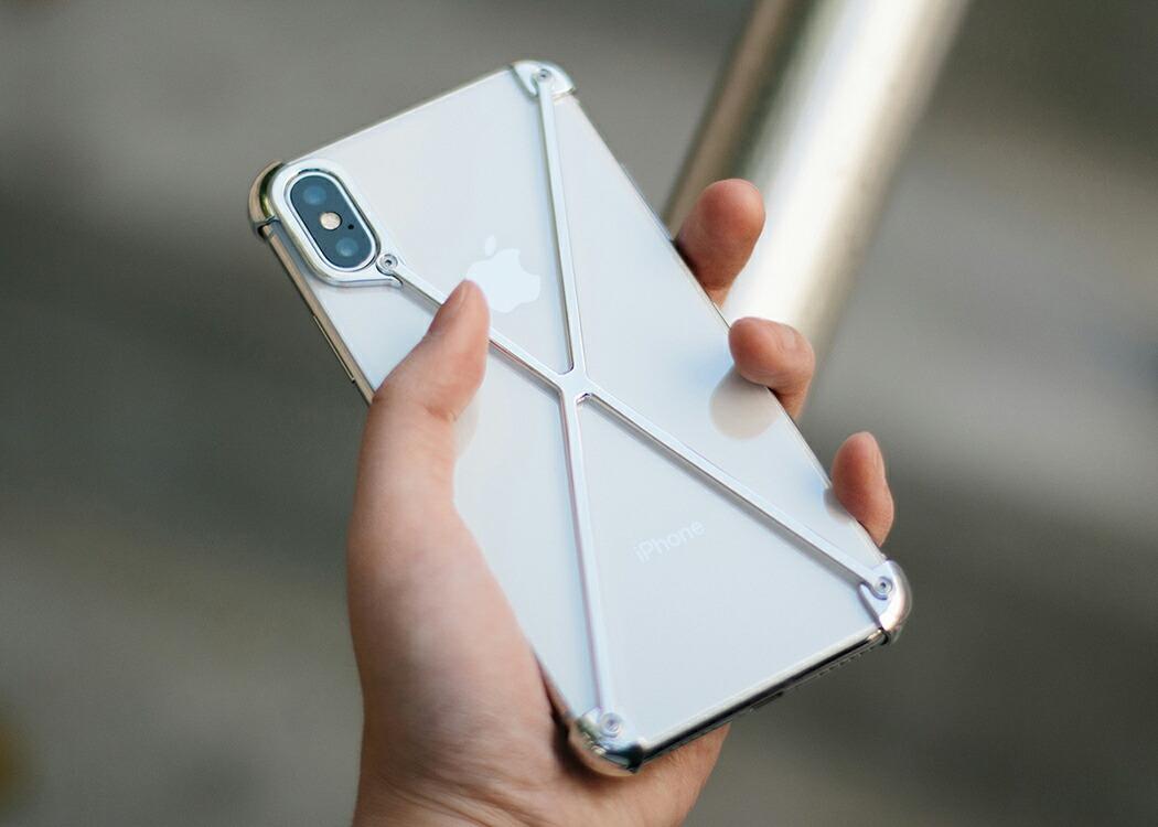 アイフォン本来の美しさを邪魔しないミニマムデザインを目指したラディアス