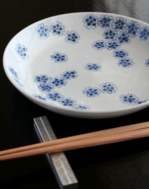 染付桜文皿(小)・正木春蔵