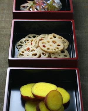 漆器・重箱・朱三段小重(内黒)