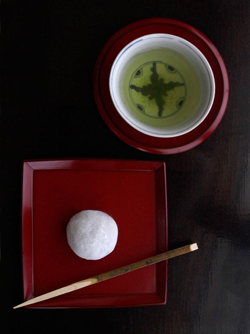 漆器・朱舟型縁角皿・奥田志郎|和食器の愉しみ・工芸店ようび