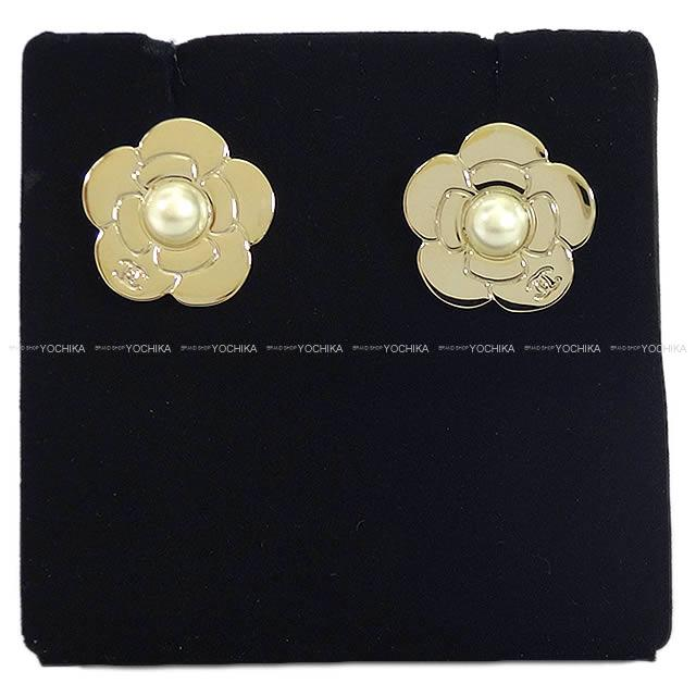 Latest Chanel Camellia Type Pearl Pierced Earrings Gold A96777 Is New In Winter The Autumn Of 2017