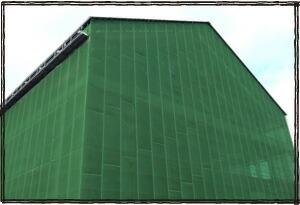国産 メッシュシート塗装現場 建築現場 飛散防止メッシュシート 足場単管に設置 建築足場養生