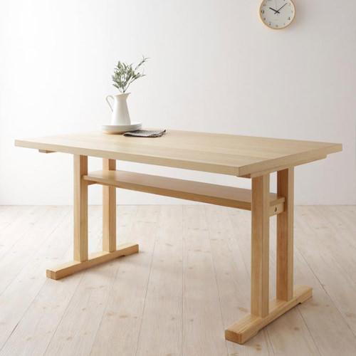 ゆったりスタイルが嬉しい 北欧デザインリビングダイニング 棚付きテーブル