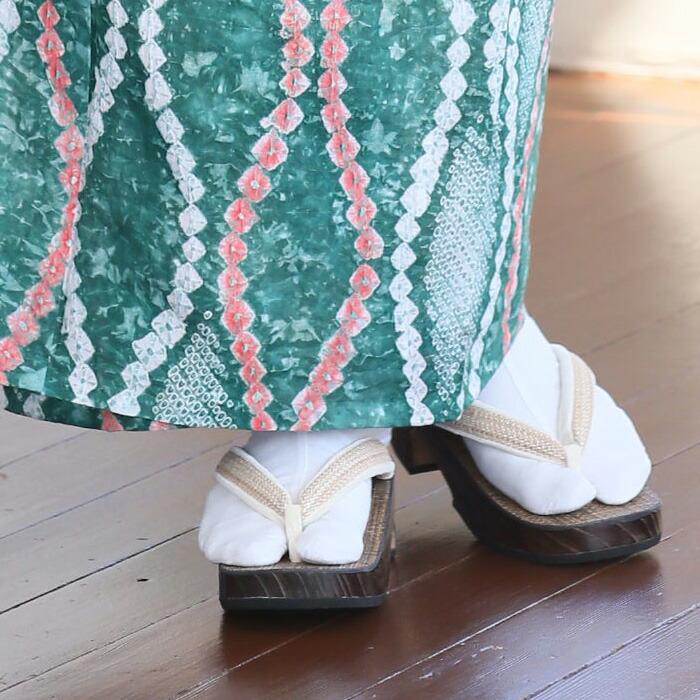 絹科布鼻緒の下駄の足袋のイメージ画像