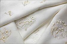 【フォーマル・礼装用】吉祥文様 金糸刺繍入り 白地の正絹帯揚げ