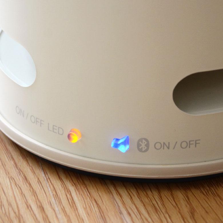 電源は黄色 ・bluetoothは青色のランプでON/OFF表示
