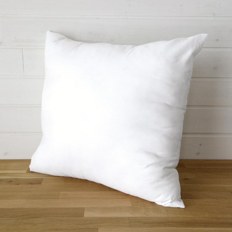 正方形の白いヌードクッション。