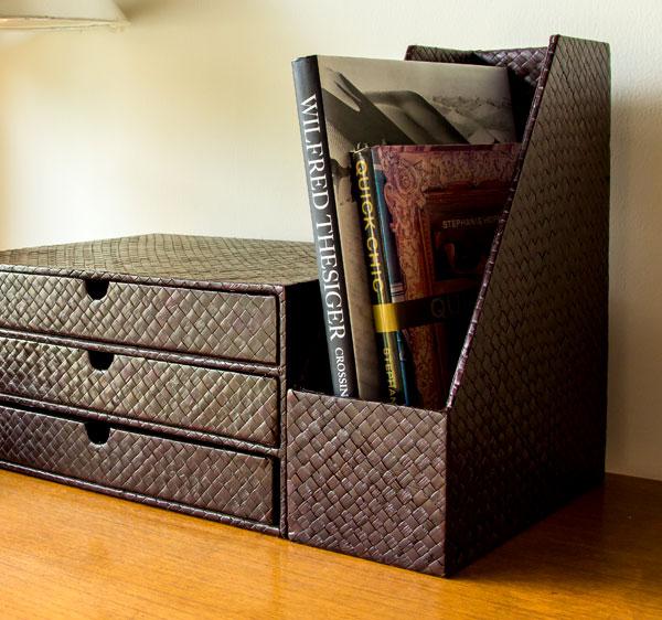 書類やファイルなどA4サイズが余裕で入る、パンダン製縦型ファイルボックス
