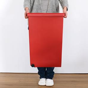 本体は1.85kgで女性でも軽々持ち運べます。