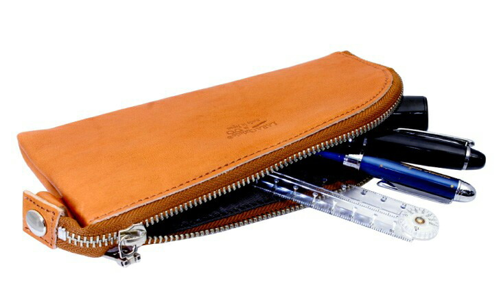 ブランド LARA Christie(ララクリスティー)のペンケース ファスナー 栃木レザーの収納。
