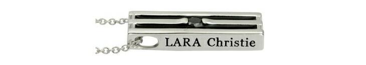 ブランド LARA Christie(ララクリスティー)のオリンピア ネックレス(ブラックレーベル)のブランドロゴの刻印。