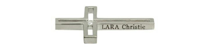 ブランド LARA Christie(ララクリスティー)のトゥモロー クロス ネックレス(ホワイトレーベル)のブランドロゴの刻印。