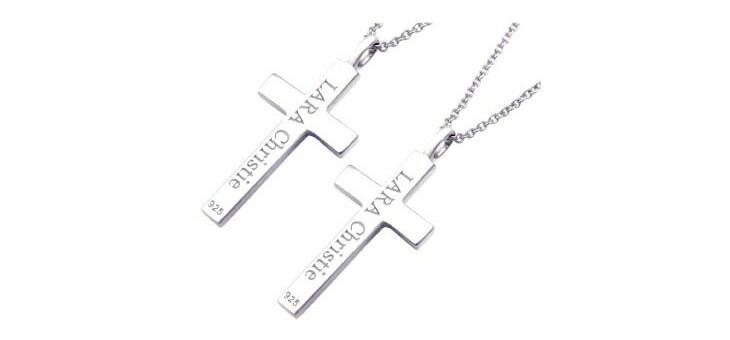 ブランド LARA Christie(ララクリスティー)のレール クロス ペアネックレスのブランドロゴの刻印。