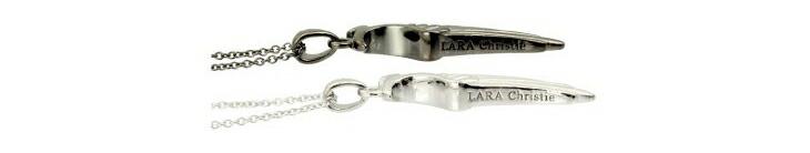ブランド LARA Christie(ララクリスティー)のヴィクトリア ペアネックレスのブランドロゴの刻印。