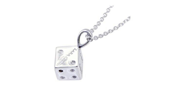 ブランド LARA Christie(ララクリスティー)のスディスティニーダイス ネックレス(ホワイトレーベル)の刻印。