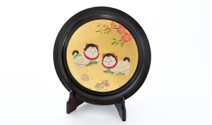 2匹の戌を描いた飾皿